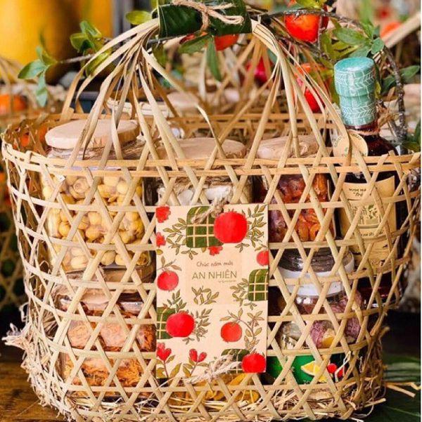 túi đựng quà tết làm từ tre đan